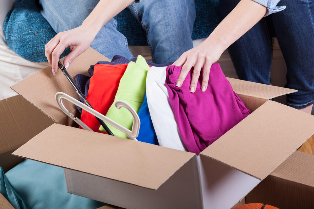 How Do Movers Pack Clothes?